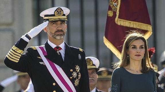 Sus-majestades-los-reyes-de-España-hoy-durante-la-pascua-militar-2016